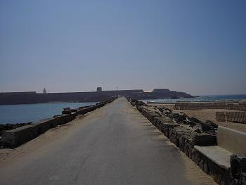 Isla de las Palomas. A la izquierda el Mar Mediterráneo. A la derecha el Océano Atlántico